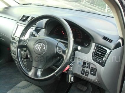Toyota Ipsum 2004 года во Владивостоке