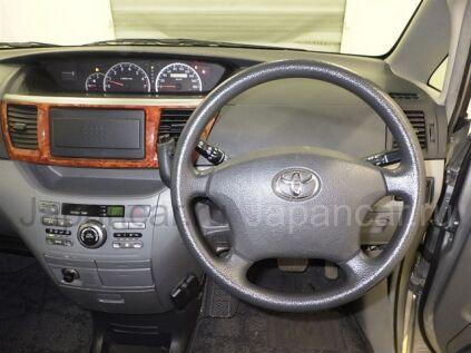 Toyota Noah 2005 года во Владивостоке