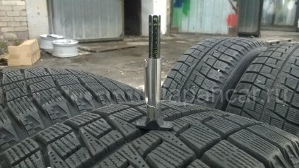 Зимние шины Bridgestone blizzak revo 2 195/60 16 дюймов б/у в Челябинске