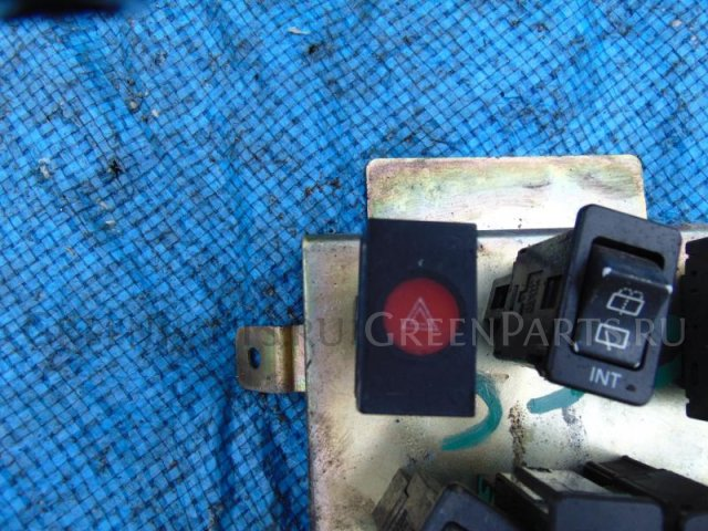 Кнопка аварийной сигнализации на Nissan Safari WRY60 TD42