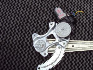Стеклоподъемный механизм на Nissan Wingroad Y12