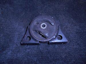 Подушка двигателя на Nissan QG18