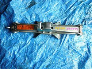 Домкрат на Nissan NV200 Vanette VM20-085376 HR16
