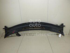 Решетка на Mazda MPV II (LW) 1999-2006 LD4750790