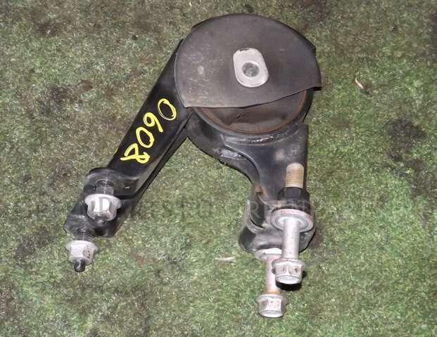 Подушка двигателя на Toyota Prius ZVW30