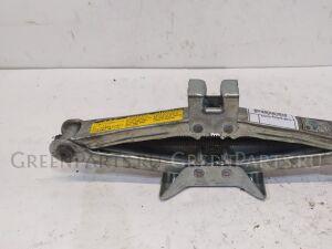 Домкрат на Toyota Altezza GXE10, SXE10, GXE10W, GXE15W, JCE10W, JCE15W