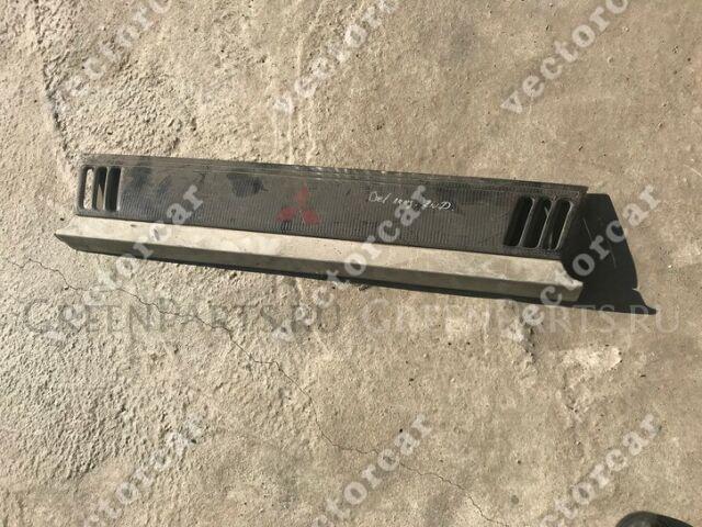 Решетка на Mitsubishi Delica P03W;P04W;P24W;P05W;P25W;P35W;P15W