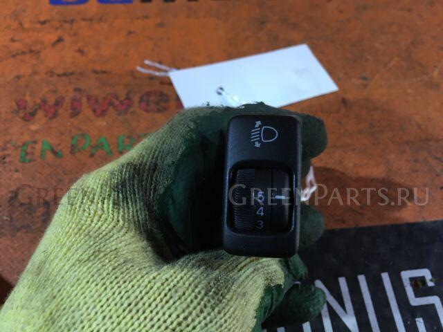 Кнопка корректора фар на Toyota Ipsum ACM21W