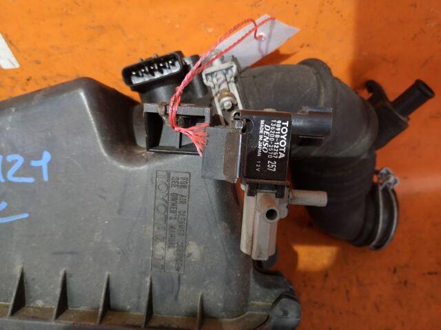 Корпус воздушного фильтра на Toyota Corolla NZE121 1NZ-FE