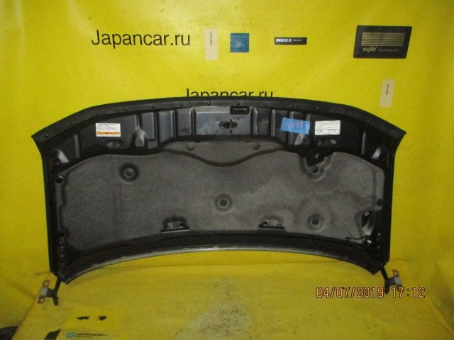 Капот на Honda Stepwgn RF5