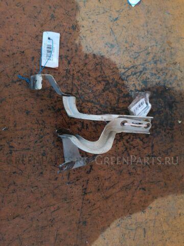 Крепление капота на Honda Stepwgn RF3