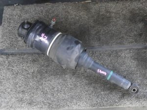 Стойка амортизатора на Toyota Celsior UCF31 3UZ-FE