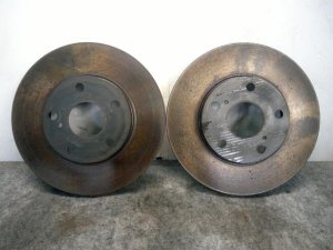 Тормозной диск на Toyota Voxy AZR60G 1AZ-FSE