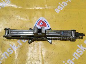 Домкрат на Toyota CALDINA/CARINA/CORONA ST190/ST210 09111-20110