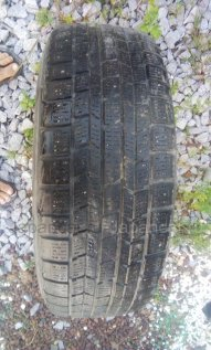 Зимние шины Dunlop 205/60 16 дюймов б/у в Хабаровске