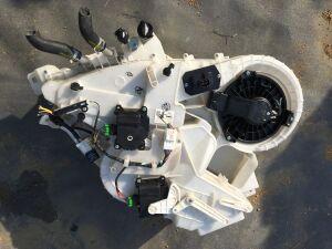 Мотор печки на Mazda Mpv LY3P