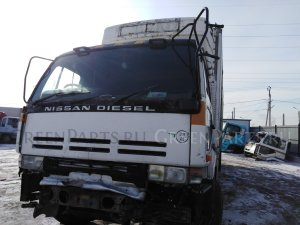 Лобовое стекло на Nissan DIESEL CD45