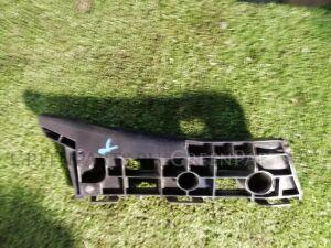 Крепление бампера на Toyota Prius ZVW30