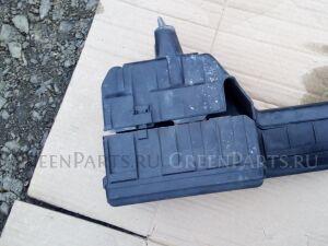 Блок предохранителей под капот на Toyota Ipsum SXM10 3SFE