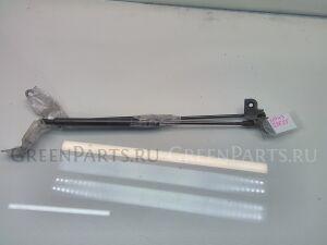 Амортизатор капота на Lexus IS250 GSE20 4GR-FSE